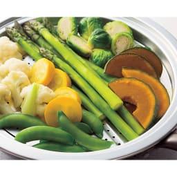 ウー・ウェンパン プラス フルセット 径24cm ガス用 春野菜の蒸し物 トレーにのせてセットするだけ。大量の野菜も一度に蒸し上げます。