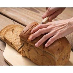パン切ナイフ せせらぎ14cm 最後のパンの耳をスムーズにカット。