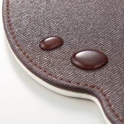 リバーシブルプレイスマット 2枚組 はっ水性があり、こぼしても染み込みにくく、すぐに拭き取ればOK。