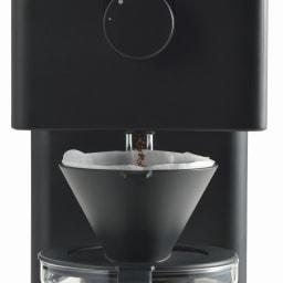 「カフェ・バッハ」 田口護氏監修 全自動コーヒーメーカー3杯用 (TWINBIRD CM-D457B) ドリップ口とドリッパーの間の約2cmの隙間から、豆の様子や香りを堪能できます。