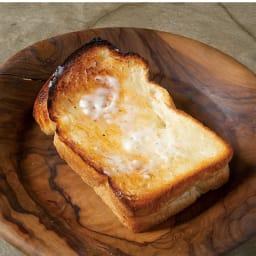 ワイドに広がる微細霧吹き器 ミスとをしてからトーストするとまるでスチームトースターで焼いたようなカリッふわな焼き上がり。バターをタップリつけて召し上がれ!