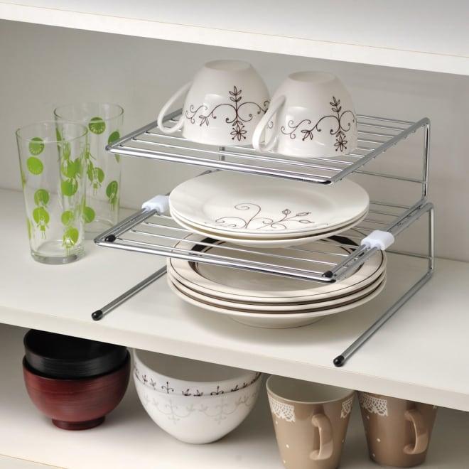 ユニステージ 棚内でつかう皿置き ディッシュラック(大)2点 このように重ねて使っても、バラバラで使ってもok!