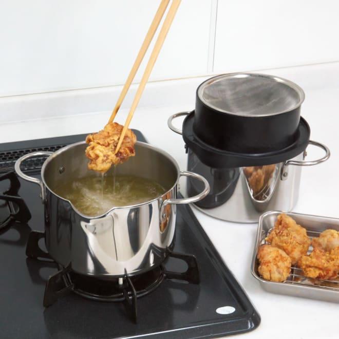 揚げる・ろ過する・保存するがこれ一台で!ダブル揚げなべ 2つの鍋のうち一つを揚げ鍋として使用して、もう一つはオイルポットとして使用できます。