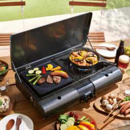 イワタニ 屋外でも屋内でも使える2バーナー2グリルのカセットBBQグリル 2口あるので片方で焼き肉、片方でパエリアづくりなど、同時に2つの料理ができます!楽しい~(^^♪