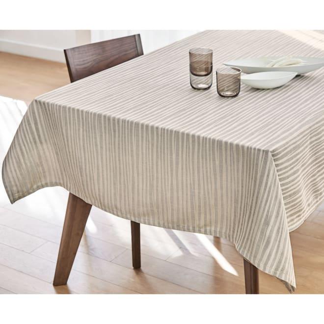 撥水加工 ジャカード織のクロスシリーズ テーブルクロス コーディネート例(イ)ゴールド系 ※写真は138×180cmタイプです。