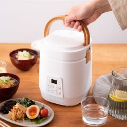 ミニライスクッカー 0.5~2合が炊飯できます! 食卓にそのまま出して熱々をいただきます!