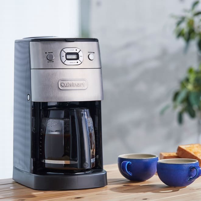 クイジナート 10カップ全自動コーヒーメーカー(豆・粉両対応) スクエア型(四角)なのでスペースをとらない設計。