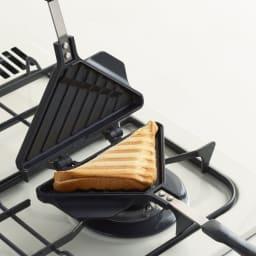 食パン1枚で作れるホットサンドメーカー サンドイッチのような三角形のホットサンド!