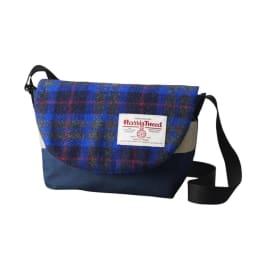 ハリスツイード生地使用 メッセンジャーバッグ Sサイズ (エ)ブルー 鮮やかなロイヤルブルーを差し色にした、スタイリッシュなカラー。