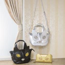 ネコのキラキラバッグ(2WAY) 左から (イ)ブラック (ア)シルバー ※同シリーズの長財布もご用意しています。