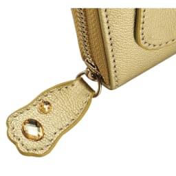 ネコのキラキラ長財布 ファスナーのトップもキラキラ仕様。