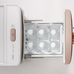ベッドサイド冷蔵庫 収納力も十分。 500mlのペットボトル6本がすっきりと収まります。