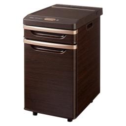 ベッドサイド冷蔵庫 (イ)ダークブラウン(木調) 家具調の木目が施されているので、お部屋のインテリアにもマッチし寝室の雰囲気を壊しません。