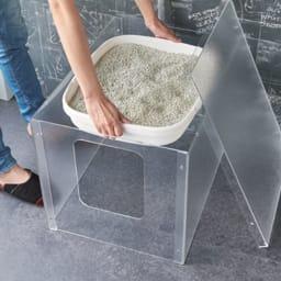アクリル製ペットトイレカバー 天板を外せばトイレの出し入れも簡単。