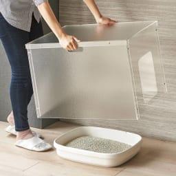 新アクリル製ペットトイレカバー サッと持ち上げられ、トイレ掃除も簡単。