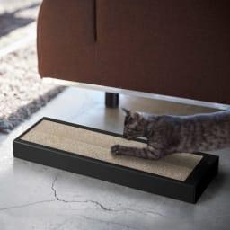 猫の爪とぎケース タワー 使用イメージ(イ)ブラック