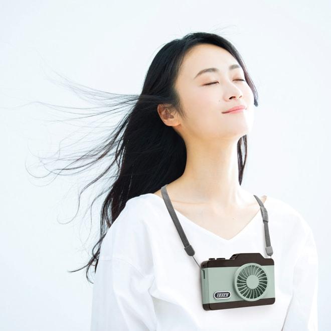 Toffy/トフィー LEDハンズフリーカメラファン 使用イメージ(イ)ペールアクア