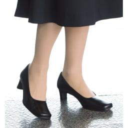 神戸職人 時見さんのフォーマルパンプス ワイズは4Eなのに、すっきり美しく見えます。