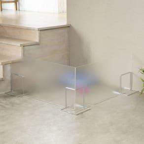 アクリル製ペットゲート 高さ40.5cm すりガラス お得な2枚組(コーナー兼用) 写真