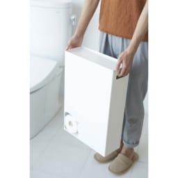 スリム トイレットペーパーストッカー 取っ手付きなので、移動や掃除もラクにできます。