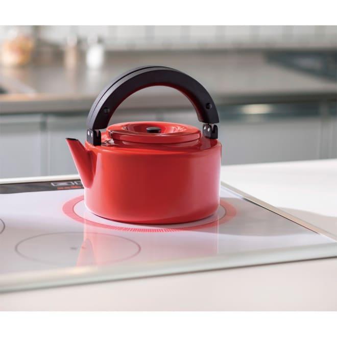 IH兼用 冷蔵庫にも入る収納便利なフラットケトル(茶こし付き) (イ)レッド