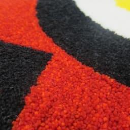 Eggs/エッグス フック織キッチンマット [素材アップ]レッド 地の部分は、3色の赤系のグラデーションカラーをミックスし、色に深みを表現しています。