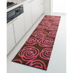 消臭汚れにくいキッチンマット(バラ柄・シダ柄・リンゴ柄) (ア)バラ柄ブラウン ※写真は約60×240cmタイプです。