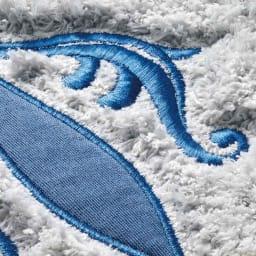 サフィー トイレタリー フタカバー(洗浄暖房器用)・マットセット 美しく施された刺繍とアップリケ。