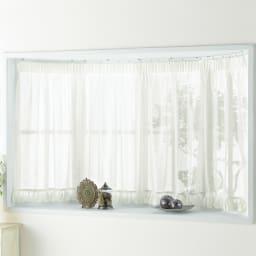 ウェーブロン(R)+(プラス)使用 出窓用カーテン 丈80cm 対応窓幅150~200cm コーディネート例 付属のフックでカーテンレールに取り付け。※写真は丈105cmタイプです。お手持ちのつっぱりポールでもご使用いただけます。