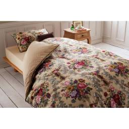 【西川産業(東京西川)】Sanderson/サンダーソン サテン掛けカバー ロマンティックなベッドルームの出来上がり。 ※お届けは掛けカバーのみです。