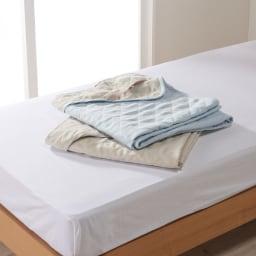 リバーシブルで1年中快適!洗える本麻の敷きパッド 上から(イ)ブルー(ア)ベージュ