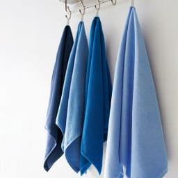 Blue on Blue(ブルーオンブルー) タオル ロングフェイスタオル 色が選べる3枚 左からトゥルーネイビー、マリンブルー、コバルトブルー、スカイブルー ※お届けはロングフェイスタオルです。