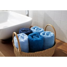 Blue on Blue(ブルーオンブルー) タオル ミニバスタオル 色が選べる2枚 海や空を思わせるブルーの濃淡の配色。ひとつの色で統一しても、グラデーションで揃えても、バスルームに美しく並びます。