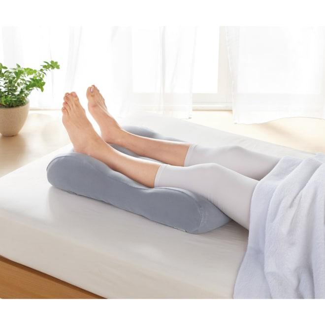 【睡眠環境・寝具指導士が開発】 もちもち足まくら(洗える専用カバー付き) ふくらはぎを包み込むフィット感!疲れた足を心地よく支えてくれます。(ア)グレー