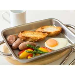 vitacraft/ビタクラフト ダブルグリル鍋 浅グリルで朝食プレート。そのままテーブルに置いて熱々を。