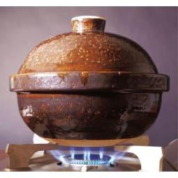スモーク料理を簡単に!煙の出ない燻製鍋 (3)強火にかけチップから煙が出たらフタを。