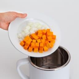 ゼンケン 野菜スープメーカー  スープリーズR 全自動で30分!らくらくおまかせ!(1)材料入れる
