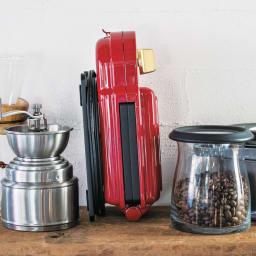 BRUNO/ブルーノ 耳ごと焼けるタイマー式ホットサンドメーカー シングル 本体は縦置きもできるので、キッチンにあるちょっとしたスペースにもコンパクトに収納可能。