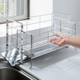 手前が広く使えるスライド水切り デラックス 前に引き出して収納力UP。