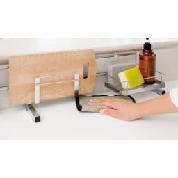 ステンレス製伸縮式シンク収納スタンド 包丁スタンド付き 下があいているので掃除しやすく、いつも清潔です。