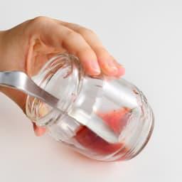 餃子や焼売作りにも!テーブルを汚さないジャムヘラスプーン ビンの底やフチにフィットするカーブで残ったジャムもらくらく集められます。