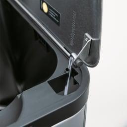 simplehuman/シンプルヒューマン バタフライダストボックス 2分別(20L×2) ロック機能付き。