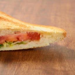 トースターや魚焼きグリルで ホットサンド グリルホットサンドメッシュ ぎゅっとプレスするので、きれいに閉じられます。外しづらい場合は、焼く前にサラダ油を塗ってください。