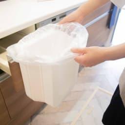 Shellpaka シェルパカ折り畳めるキッチン用ダストボックス 付属のホルダーで固定するだけなので、袋の取り付けがラクチンで、取り替えやすい!