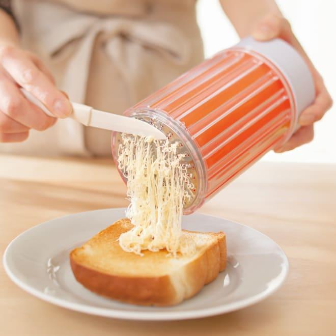 バターを入れて回すだけ!イージーバター バターフォーマー ナイフは付属しません。