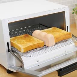 スチームでトーストがカリふわに!!MARNA/マーナ トーストスチーマー K713 使用イメージ お届けするのは薄いベージュとなります。