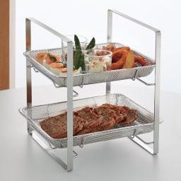 オールステンレス プレート付きスタンド 盛りつけるだけでお料理もデザートも引き立つ、通気性のあるパンチングトレーのスタンド。