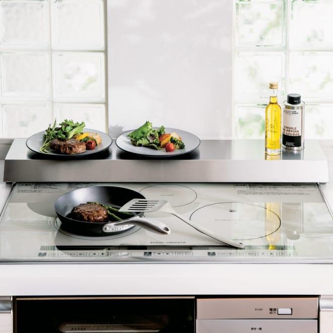排気口カバーできるコンロ奥テーブル コンロ幅75cm用 使用イメージ