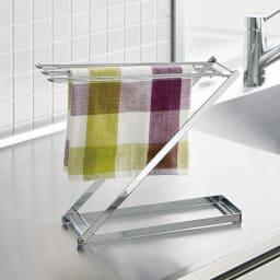 コンパクトに畳めて便利なステンレス製フキンスタンド 小 サッと掛けられる、シンプルでスタイリッシュなデザイン。清潔に保てるステンレス製で、使わない時は折りたたんでコンパクトに。