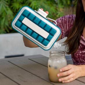 持ち運びができる製氷皿 ICEBREAKER アイストレー 写真